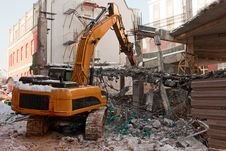 Free Heavy Dredger Demolishes Building Stock Photo - 8443590