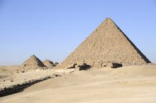 Free The Great Pyramid Of Mykerinos At Giza Royalty Free Stock Images - 8443699
