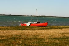 Free Red Canoe Royalty Free Stock Images - 8444039