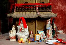 Free Pengzhou, China:  Ceramic Buddha Figures Stock Photography - 8459892