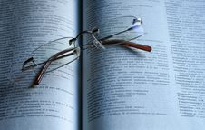 Free Reading Glasses Royalty Free Stock Images - 8460729