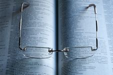 Free Reading Glasses Stock Images - 8460824