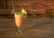 Free Cocktail Smoothie With Pineapple And Mint Royalty Free Stock Image - 8460996