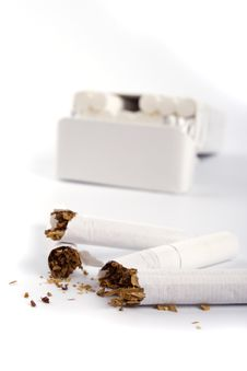 Free Broken Cigarettes Royalty Free Stock Photo - 8462255