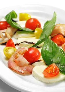 Free Tomato With Mozzarella Salad Royalty Free Stock Photos - 8465618