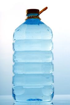 Free Bottle Of Mineral Water Royalty Free Stock Photography - 8474987