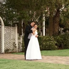 Free Newlyweds In Garden Royalty Free Stock Images - 8478889