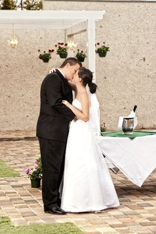 Free Newlyweds In Garden Stock Image - 8481511