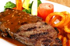 Free Steak With Vegetables Stock Image - 8485561