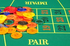Free Large Group Of Chips On Green Baize Royalty Free Stock Images - 8487939