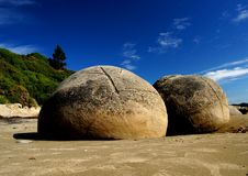 Free The Moeraki Boulders Royalty Free Stock Images - 84896669