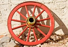 Free Red Wagon Wheel Royalty Free Stock Photos - 8490958