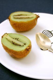 Free Two Half Kiwifruit Royalty Free Stock Photos - 8498298