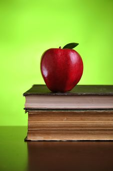 Free Apple On Books Royalty Free Stock Image - 8499706