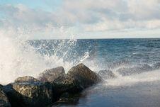 Free Breaking Waves Royalty Free Stock Photos - 84901118