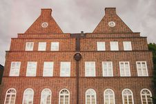 Free Red Brick Building Facade Royalty Free Stock Photography - 84903607