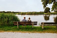 Free PUBLIC DOMAIN DEDICATION Pixabay-Pexels Digionbew 13. 24-07-16 Couple On Bench At Water S Edge LOW RES DSC06940 Stock Photography - 84904542