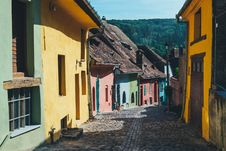 Free Row Of Colorful Houses Royalty Free Stock Images - 84909469