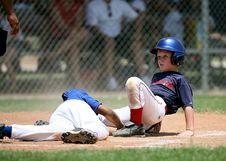 Free Softball Players On Field Royalty Free Stock Photos - 84910828
