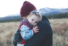 Free Father Carrying Baby Daughter Stock Image - 84914621