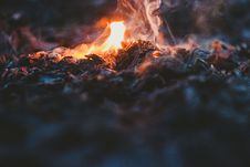 Free Selective Focus Photo Of Fire During Night Time Stock Photography - 84914702