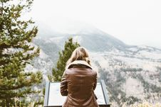 Free Woman Wearing Leather Jacket Facing Mountain Covered With Snow Royalty Free Stock Photo - 84916555