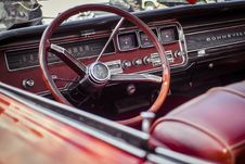 Free Red And Grey Car Steering Wheel Royalty Free Stock Images - 84916739