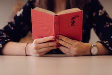 Free Girl Reading Book Stock Photo - 84918320