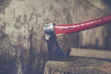 Free Lumberjack Curing Firewood Stock Photo - 84925600
