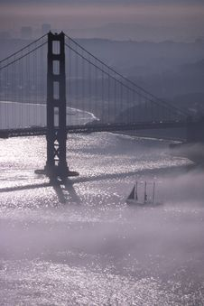 Free Golden Gate Bridge In Fog 2 &x28;with Sailboat&x29; Stock Photography - 84926162