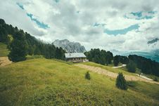 Free House On Hill Royalty Free Stock Image - 84929826