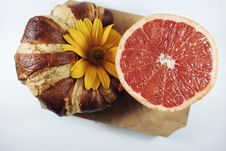 Free Croissant And Grapefruit Royalty Free Stock Image - 84930346