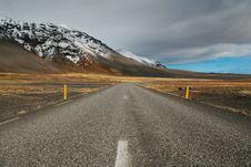 Free Road Leading Toward Mountains Stock Photo - 84931700