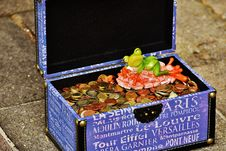 Free Chest Filled With Coins Stock Photography - 84933162