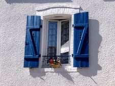 Free Window With Blue Shutters Royalty Free Stock Photos - 84933368