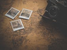 Free Black Camera With 3 Paris Landmarks Photos Stock Photography - 84933752