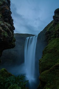 Free Waterfalls On Green Mountain During Daytime Stock Images - 84933994