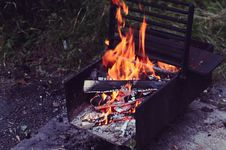 Free Wood Fire In Black Metal Fire Pit Royalty Free Stock Photo - 84934165