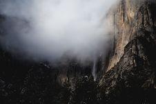 Free Foggy Mountain Range Royalty Free Stock Images - 84934539