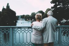 Free Old Couple On Bridge Stock Images - 84935514