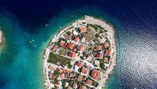Free Aerial View Of Houses On Small Island Royalty Free Stock Photo - 84935555