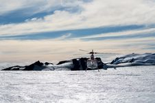 Free Helicopter Above Mountain Clearing Royalty Free Stock Photography - 84935907
