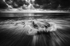 Free Splashy Waves On Beach Royalty Free Stock Photo - 84936255