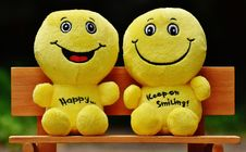 Free Two Yellow Plushtoy On Brown Bench Royalty Free Stock Photography - 84936577