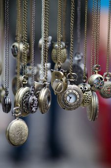 Free Assorted Gold Round Pocket Watches Royalty Free Stock Photography - 84936887