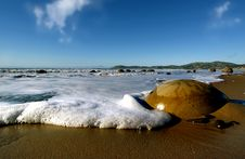 Free Moeraki Boulder Royalty Free Stock Photo - 84937155