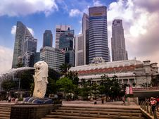 Free Singapore Skyscrapers, Merlion Monument Royalty Free Stock Images - 84938649