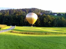 Free Golden Hot Air Balloon Royalty Free Stock Images - 84938819
