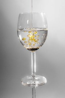 Free Clear Long Stem Wine Glass With Yellow Liquid Stock Photo - 84939340