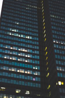Free Skyscraper At Night Royalty Free Stock Images - 84940069